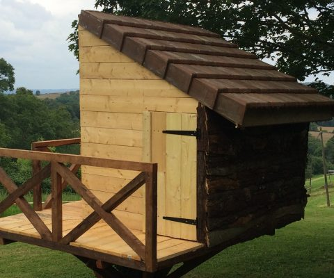 Une cabane en bois pour les enfants !